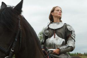 馬に乗る中世の女性騎士