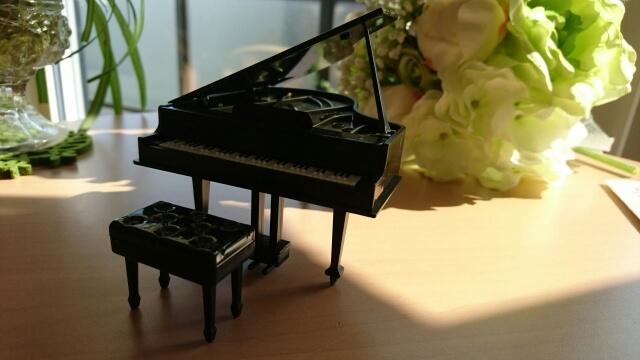 ピアノの置物