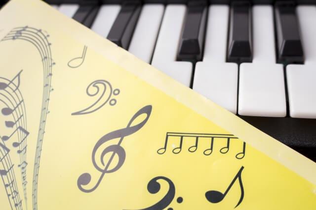 鍵盤と音楽記号
