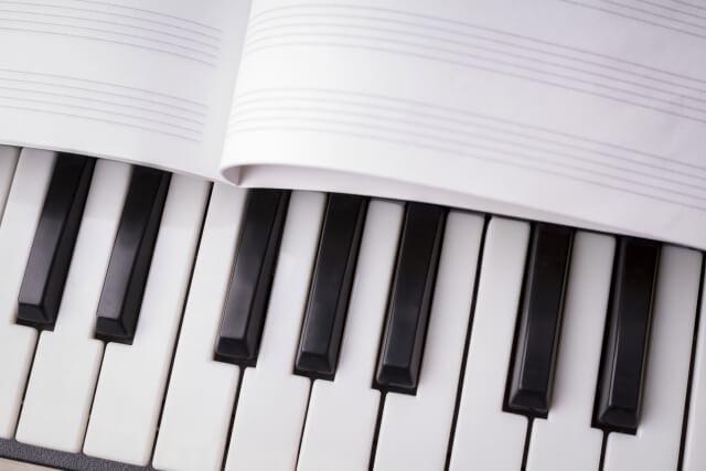 鍵盤と五線譜