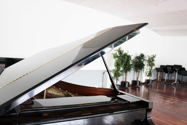 グランドピアノのある部屋