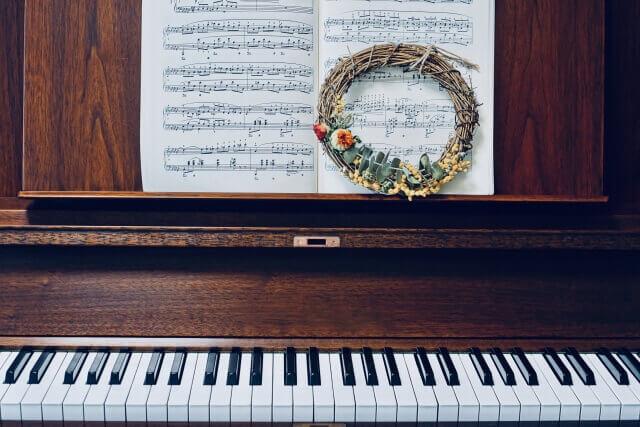 木目のピアノ
